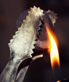 Carbones naturales y de autoencendido para quemar tabaco de cachimbas.
